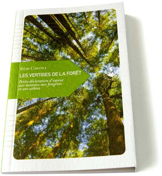 """""""Les vertiges de la forêt, petite déclaration d'amour aux mousses, aux fougères et aux arbres"""" de Rémi Caritey, édité par Transboréal"""